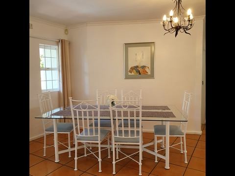Paradiso Self Catering Two Bedroom Cottage Dining Room