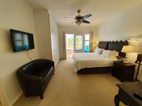 Paradiso Self Catering Two Bedroom Cottage King Bedroom