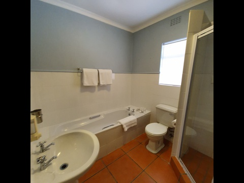 Paradiso Self Catering Two Bedroom Cottage en Suite Bathroom